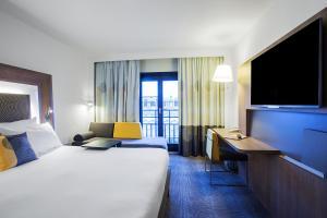 Pokoj typu Superior s manželskou postelí velikosti Queen a rozkládací pohovkou pro jednu osobu
