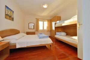 Villa Jurac, Apartmány  Povljana - big - 77