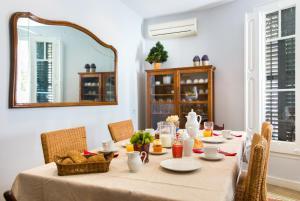 Sagrada Familia Apartment for 6-9 people