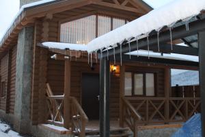 Canadian Log House, Villas  Bakuriani - big - 1