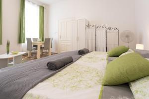 Belvedere Palace Green Heart Studio