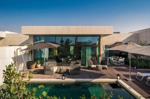 One-Bedroom Pool Villa with Beach View