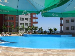 Riviera Fort Apartments CTS, Apartmanok  Ravda - big - 1