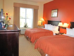Queen Room with Two Queen Beds and Bath Tub - Mobility Access/Non-Smoking