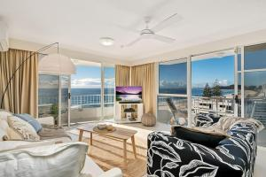 Luxury Beachfront Apartment with Views + Parking