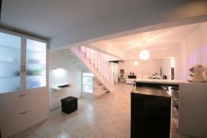 Sintria Court Premium, Art-Maisonettes & Panoramic Roof, Ferienwohnungen  Balchik - big - 49