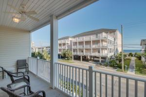 Coconut Grove 202 2nd Row Condo, Apartmány  Myrtle Beach - big - 22