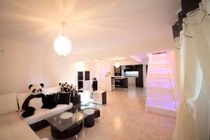 Sintria Court Premium, Art-Maisonettes & Panoramic Roof, Ferienwohnungen  Balchik - big - 55