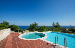 Seafront Pool Villa, Panoramic View, Case vacanze  Afitos - big - 2