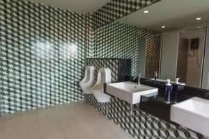 Feung Nakorn Balcony Rooms and Cafe, Hotels  Bangkok - big - 39