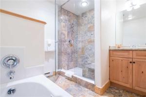 Invitingly Furnished 1 Bedroom - BCL203B, Отели  Telluride - big - 2