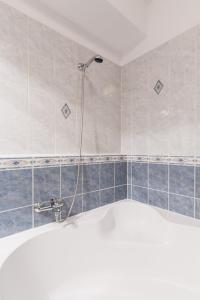 Cozy Apartments with Private Garage, Apartmány  Praha - big - 42