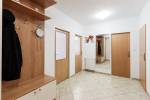 Cozy Apartments with Private Garage, Apartmány  Praha - big - 41