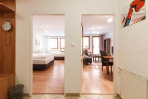 Cozy Apartments with Private Garage, Apartmány  Praha - big - 28