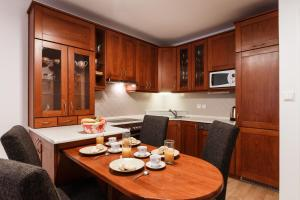 Cozy Apartments with Private Garage, Апартаменты  Прага - big - 12