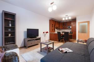 Cozy Apartments with Private Garage, Apartmány  Praha - big - 27