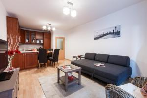 Cozy Apartments with Private Garage, Apartmány  Praha - big - 54