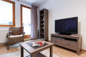 Cozy Apartments with Private Garage, Apartmány  Praha - big - 47