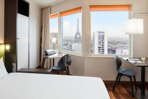 Studio with Eiffel Tower View