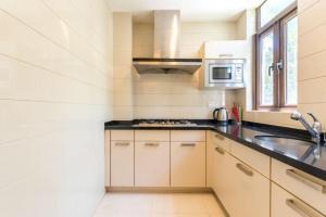 Xinyue Lijing Apartment, Apartments  Sanya - big - 10