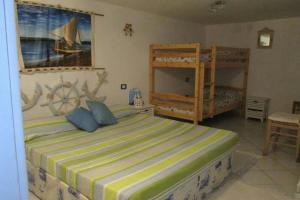 Holiday home Via delle Ginestre, Holiday homes  Torre Dei Corsari - big - 3