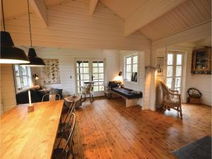 Four-Bedroom Holiday Home in Ebeltoft, Prázdninové domy  Ebeltoft - big - 3