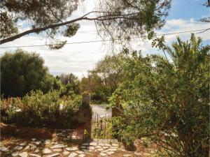 Two-Bedroom Holiday Home in Ajaccio, Dovolenkové domy  Ajaccio - big - 13