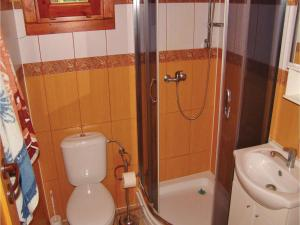 Two-Bedroom Holiday Home in Gaski, Prázdninové domy  Gąski - big - 5