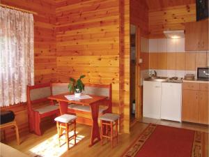 Two-Bedroom Holiday Home in Gaski, Prázdninové domy  Gąski - big - 8