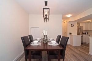 Stoney Creek - Two-Bedroom Apartment - 4335 Northlands Boulevard - Unit 13