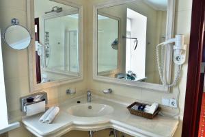 Hotel Ukraine Rivne, Hotel  Rivne - big - 11