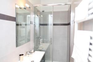 Charming apartment-Canal St Martin-Amazing prices!, Apartmanok  Párizs - big - 16