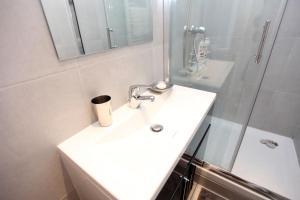 Charming apartment-Canal St Martin-Amazing prices!, Apartmanok  Párizs - big - 18