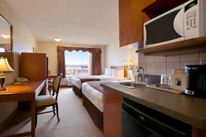 Double Suite with Three Double Beds - Non-Smoking