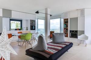 Magnificent contemporary villa Esterel Massif, Villák  Fréjus - big - 58
