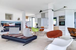 Magnificent contemporary villa Esterel Massif, Villák  Fréjus - big - 71