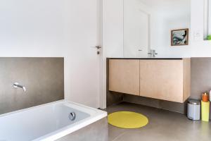 Magnificent contemporary villa Esterel Massif, Villák  Fréjus - big - 65