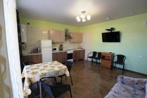 2-bedroom Apartment with a terrace, Appartamenti  Vityazevo - big - 15
