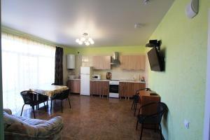 2-bedroom Apartment with a terrace, Appartamenti  Vityazevo - big - 16