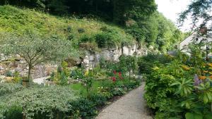 Cascades Gardens, Bed & Breakfasts  Matlock - big - 33