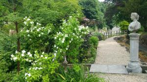 Cascades Gardens, Bed & Breakfasts  Matlock - big - 32