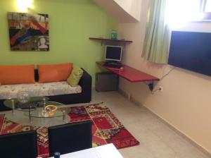 Modern Basement Apartment Gio Ii, Apartmány  Zakynthos Town - big - 3
