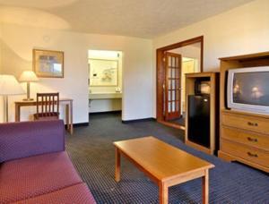 Nichtraucher-Suite mit großem Doppelbett