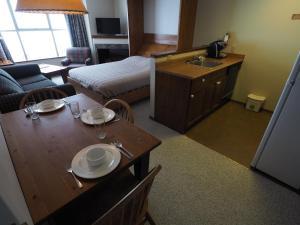 Apex Mountain Inn Suite 323-324 Condo, Apartmány  Apex Mountain - big - 1