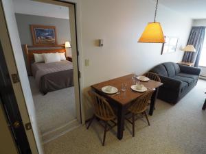 Apex Mountain Inn Suite 323-324 Condo, Apartmány  Apex Mountain - big - 14