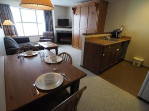 Apex Mountain Inn Suite 323-324 Condo, Apartmány  Apex Mountain - big - 21