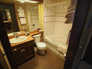 Apex Mountain Inn Suite 401-402 Condo, Apartmanok  Apex Mountain - big - 7