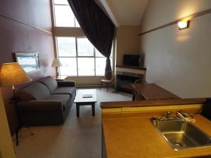 Apex Mountain Inn Suite 401-402 Condo, Apartmanok  Apex Mountain - big - 8