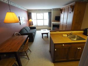 Apex Mountain Inn Suite 211-212 Condo, Апартаменты  Apex Mountain - big - 12