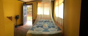 Guanna's Place Room and Resto Bar, Inns  Malapascua Island - big - 31